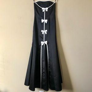 JESSICA McCLINTOCK  Gunne Sax Black Strapless Gown